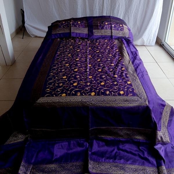jete de lit 220 cm x 280 cm violet abonomobels meubles de luxe meubles luxembourg. Black Bedroom Furniture Sets. Home Design Ideas