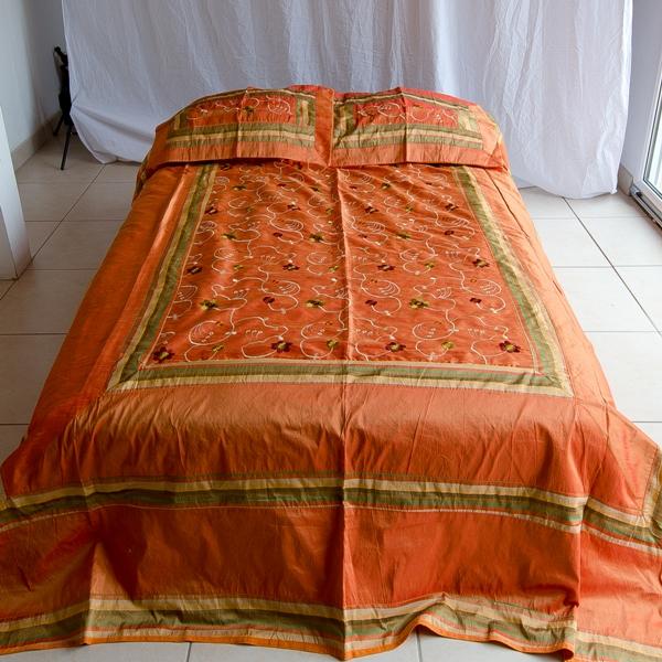 jete de lit 220 cm x 280 cm orange rouge abonomobels meubles de luxe meubles luxembourg. Black Bedroom Furniture Sets. Home Design Ideas